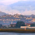 Вид на город Бергамо из аэропорта